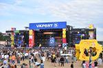 Посетители у музыкальной сцены на фестивале VK Fest 2019, фото из архива