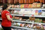 Женщина в супермаркете, фото из архива