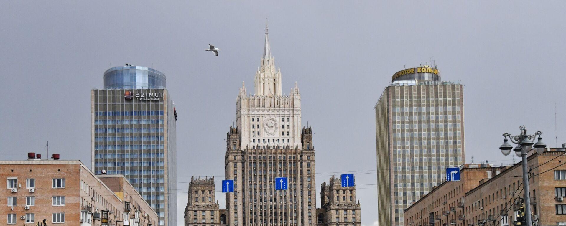 Здание Министерства иностранных дел РФ (в центре), фото из архива - Sputnik Азербайджан, 1920, 05.04.2021