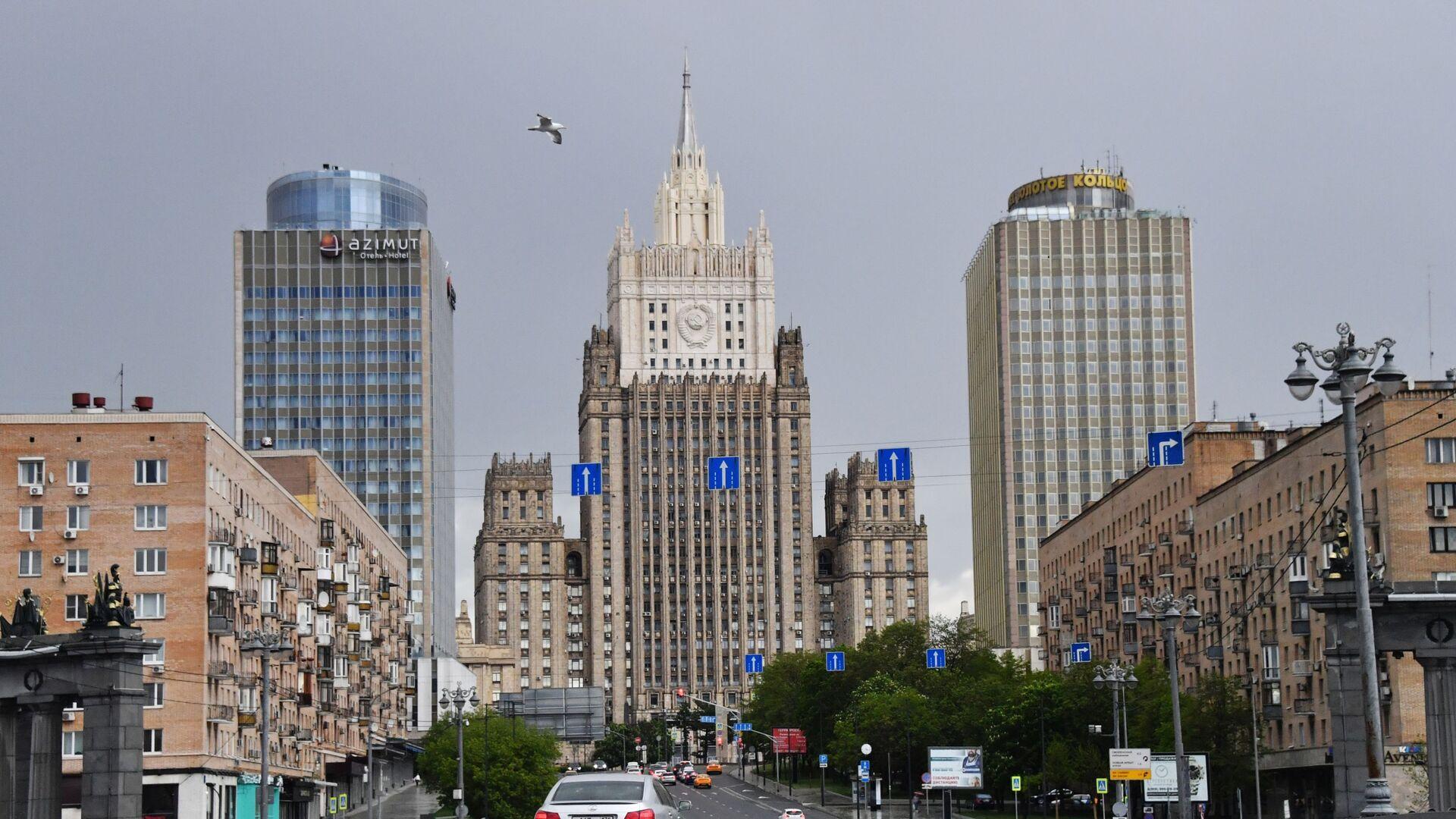 Здание Министерства иностранных дел РФ (в центре), фото из архива - Sputnik Азербайджан, 1920, 30.08.2021