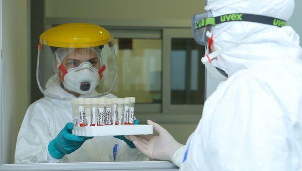 Тест на короновирус в Госпитале Таможенного Комитета, фото из архива - Sputnik Azərbaycan