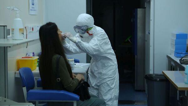 Тест на короновирус в Госпитале Таможенного Комитета, фото из архива - Sputnik Азербайджан