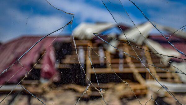 Повреждения в жилом доме, пострадавшем в результате обстрела в селе Дондар Гушчу Товузского района Азербайджана - Sputnik Азербайджан