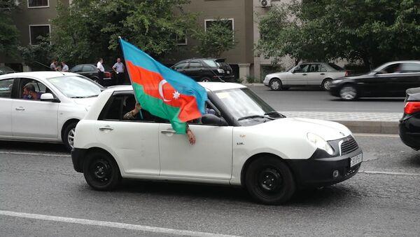 Один за всех: Баку окрасился в цвета национального флага - Sputnik Азербайджан