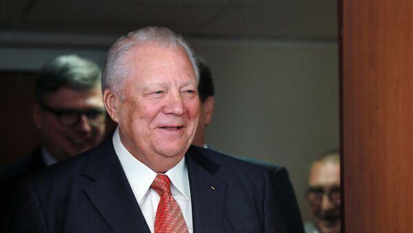 Почетный президент Олимпийского комитета России (ОКР) Виталий Смирнов - Sputnik Азербайджан