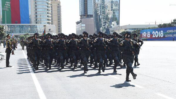 Во время парада в Баку, фото из архива - Sputnik Азербайджан