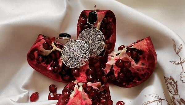 Азербайджанские традиции в переложении современных ювелирных брендов - Sputnik Азербайджан