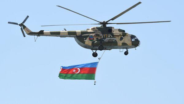 Вертолет Ми-24 с азербайджанским флагом, фото из архива - Sputnik Азербайджан