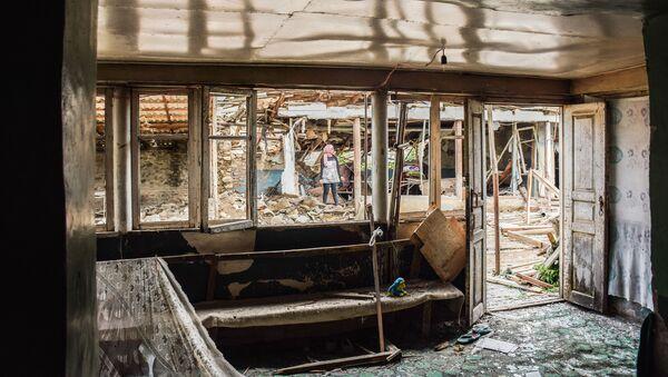 Разрушенный жилой дом в селе Дондар Гушчу Товузского района Азербайджана  - Sputnik Azərbaycan