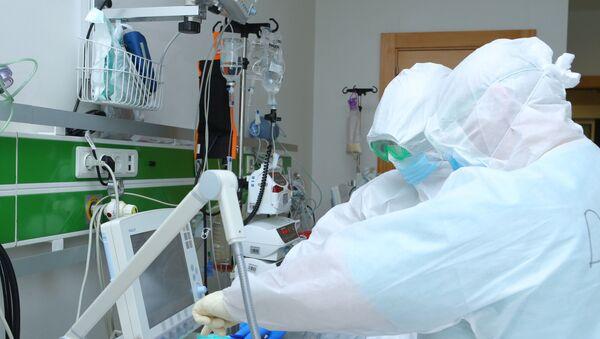 Медики в Госпитале Таможенного Комитета, фото из архива - Sputnik Azərbaycan