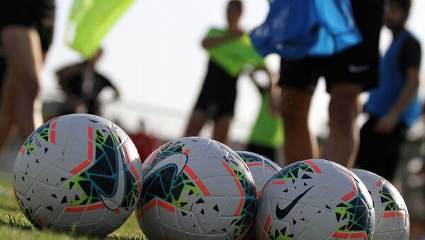 Тренировка футболистов Нефтчи, фото из архива - Sputnik Азербайджан
