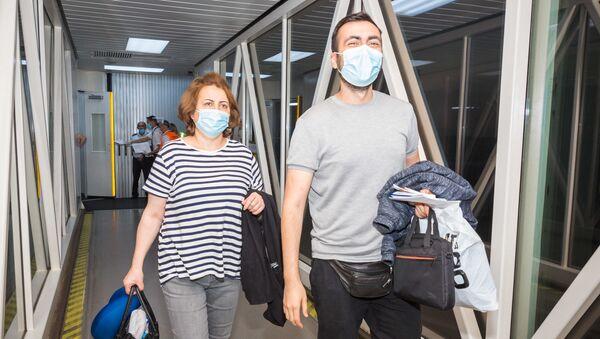Пассажиры прибывшие чартерным рейсом из Киева - Sputnik Azərbaycan