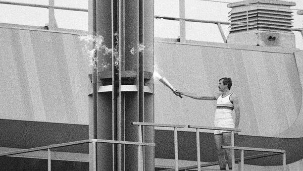 Факел московской олимпиады ушел с молотка - Sputnik Азербайджан