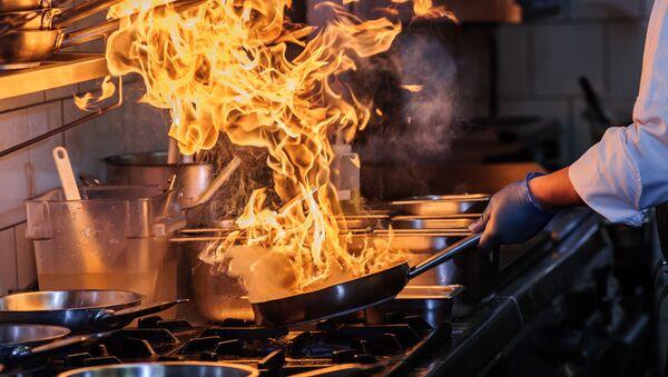 Приготовление еды на открытом огне - Sputnik Азербайджан