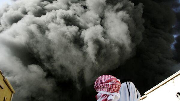 Черное облако дыма после взрыва, фото из архива - Sputnik Азербайджан