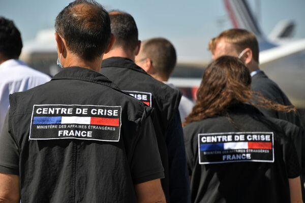 Франция отправляет специалистов по поисково-спасательным операциям на борту трех военных самолетов, загруженных мобильной клиникой и тоннами медицинского оборудования, в Бейрут - Sputnik Азербайджан
