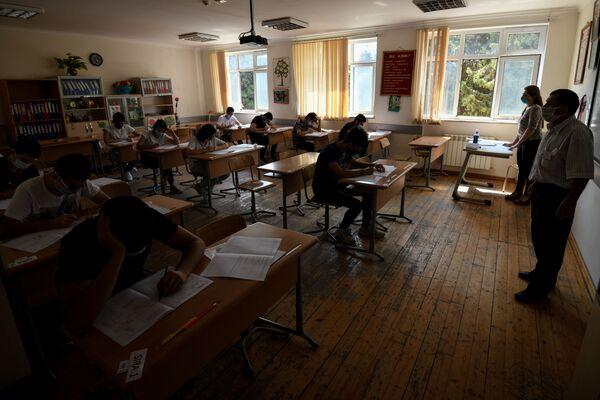 Вступительные экзамены в вузы по II и III группам специальностей - Sputnik Азербайджан