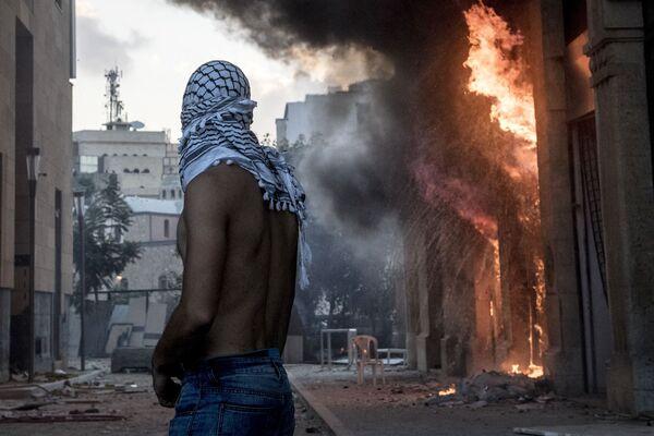 Участник столкновений между демонстрантами и силовиками в Бейруте - Sputnik Азербайджан