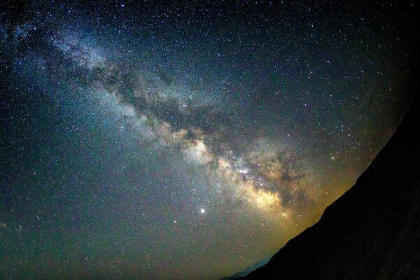 Звездное небо, наблюдаемое в Краснодарском крае во время метеорного потока Персеиды - Sputnik Азербайджан