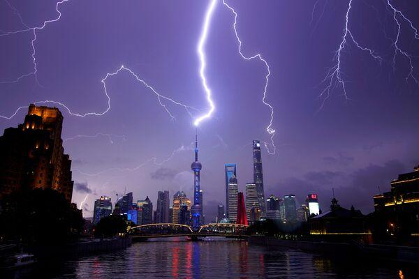 Всполохи молний над Шанхаем, Китай - Sputnik Азербайджан