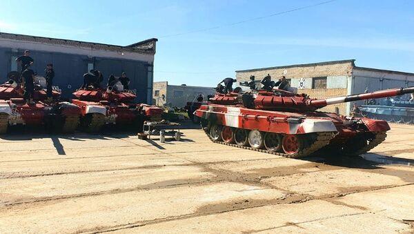 Азербайджанские танкисты, участвующие в конкурсе Танковый биатлон приняли боевые машины - Sputnik Азербайджан