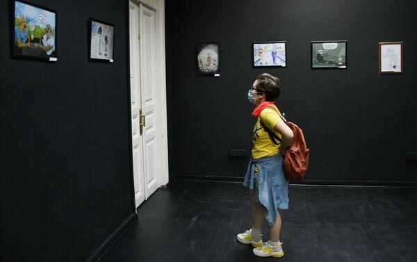 Посетители на выставке ADO Din və Elm (Религия и наука) - Sputnik Азербайджан