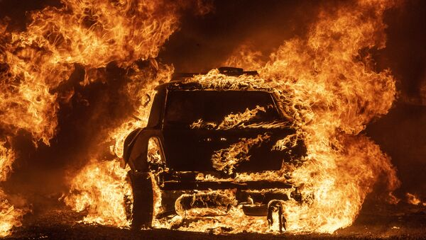 Сгоревший автомобиль, фото из архива - Sputnik Азербайджан