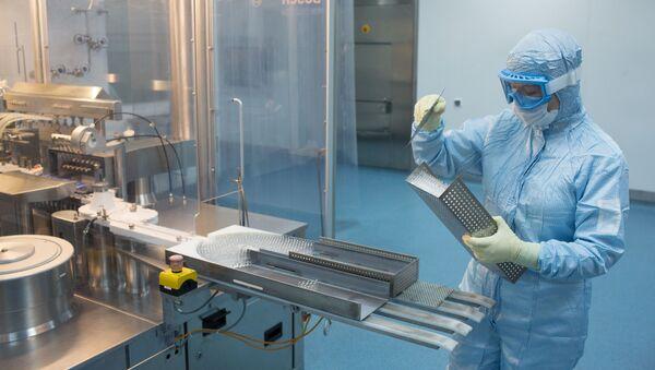 Производство вакцины от COVID-19 на фармацевтическом заводе Биннофарм - Sputnik Азербайджан