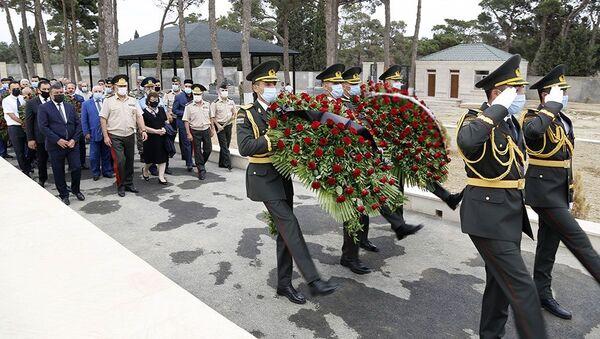 Церемония поминовения военнослужащих, павших шехидами в Товузских боях - Sputnik Азербайджан