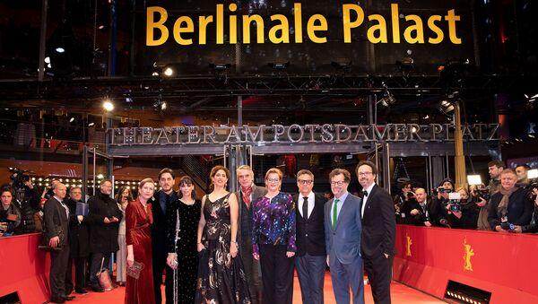 Берлинский кинофестиваль станет гендерно нейтральным  - Sputnik Азербайджан