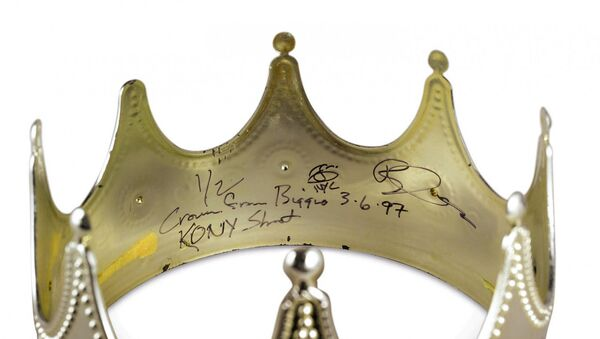 Корону рэпера Notorious B.I.G. продадут на аукционе Sotheby's - Sputnik Азербайджан