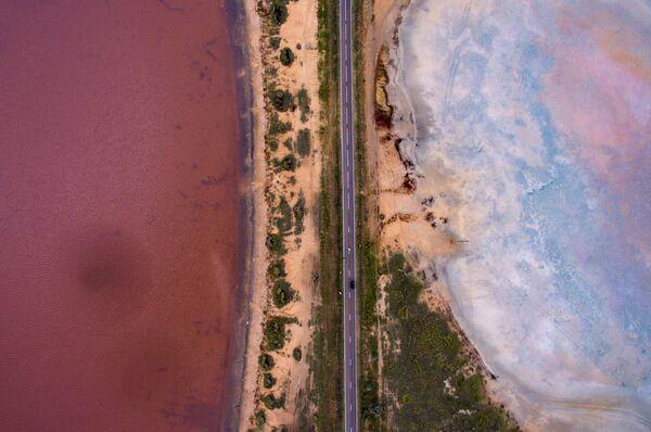 Соленые озера возле рабочего поселка Малиновое озеро в Алтайском крае - Sputnik Азербайджан