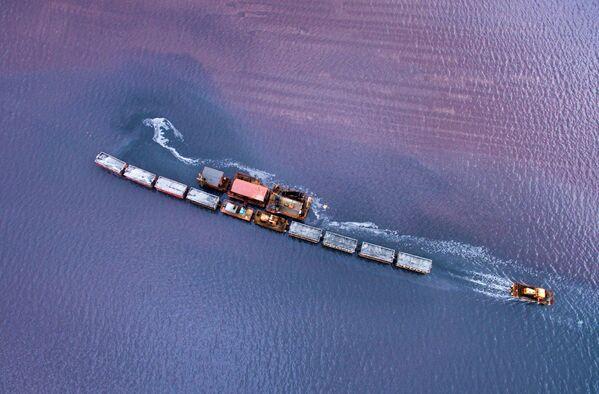 Соленое озеро Бурлинское в Славгородском районе Алтайского края - Sputnik Азербайджан