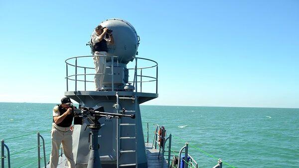 В битве за Кубок моря моряки обстреляли цели и показали навыки защиты судна  - Sputnik Азербайджан