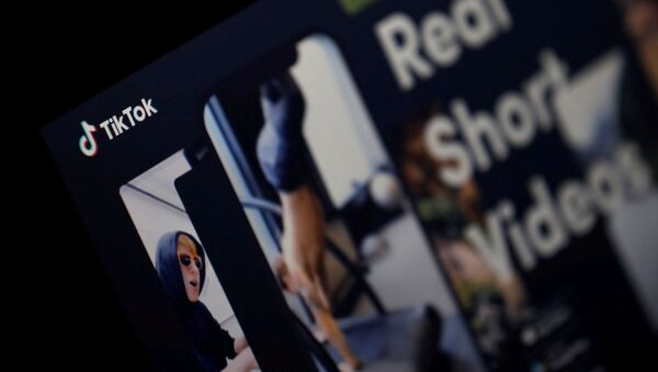 Иконка на экране смартфона социальной сети TikTok - Sputnik Azərbaycan
