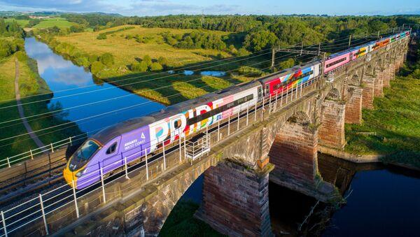 Поезд гордости компании Avanti West Coast - Sputnik Азербайджан