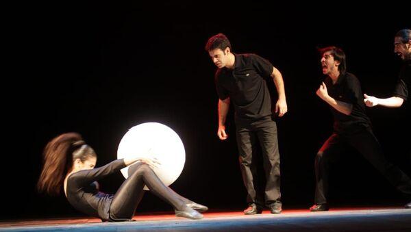 Спектакль Маска на Каирском международном фестивале  - Sputnik Азербайджан