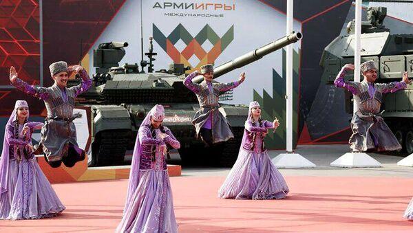 Азербайджанские военнослужащие на фестивале «Дружба без границ» в Москве - Sputnik Азербайджан