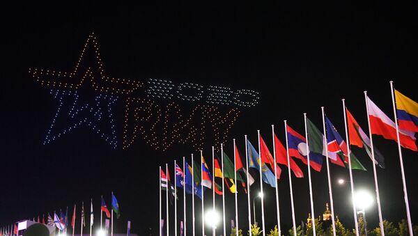 Световое шоу на церемонии закрытия VI Армейских международных игр АрМИ-2020 на полигоне Алабино - Sputnik Азербайджан