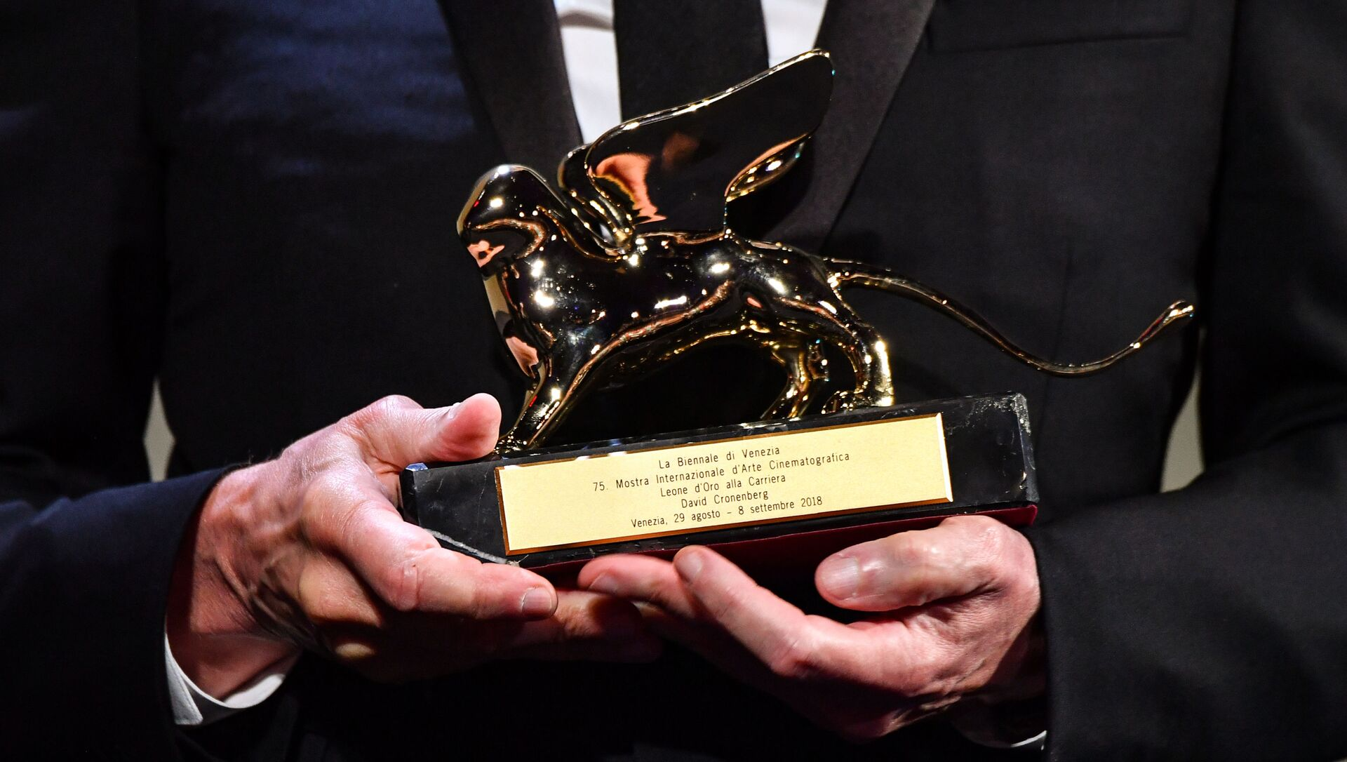 Главная награда Венецианского кинофестиваля Золотой лев - Sputnik Azərbaycan, 1920, 02.09.2021
