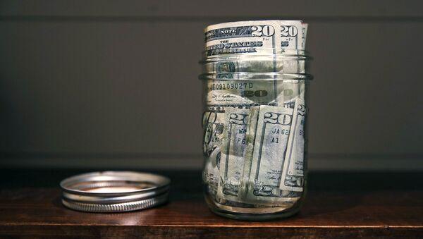 Доллары в консервной банке, фото из архива - Sputnik Azərbaycan