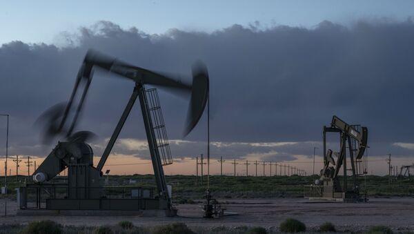Нефтяные качалки, фото из архива - Sputnik Azərbaycan