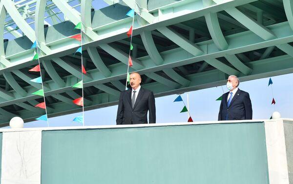 Президент Ильхам Алиев на открытии надземного пешеходного перехода на автодороге Мардакян-Загульба  - Sputnik Азербайджан