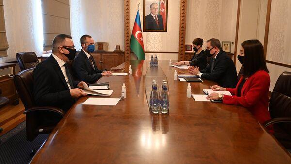 Встреча министра иностранных дел Джейхун Байрамов и полномочного посла Италии в Азербайджане Аугусто Массари - Sputnik Азербайджан