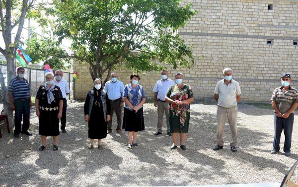 Министерство труда и социальной защиты населения Азербайджана передало семьям шехидов и инвалидам Карабахской войны дома в Агстафинском районе - Sputnik Азербайджан