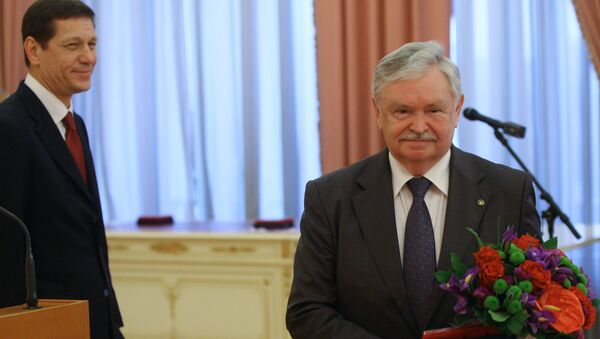 Председатель Российского детского фонда Альберт Лиханов - Sputnik Азербайджан