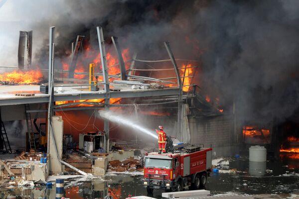 Пожар в аэропорту Бейрута - Sputnik Азербайджан