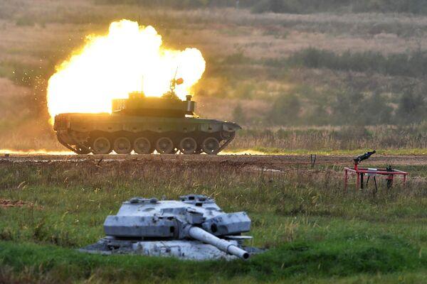 Танк Type 96 команды военнослужащих Китая на АрМИ-2020 - Sputnik Азербайджан