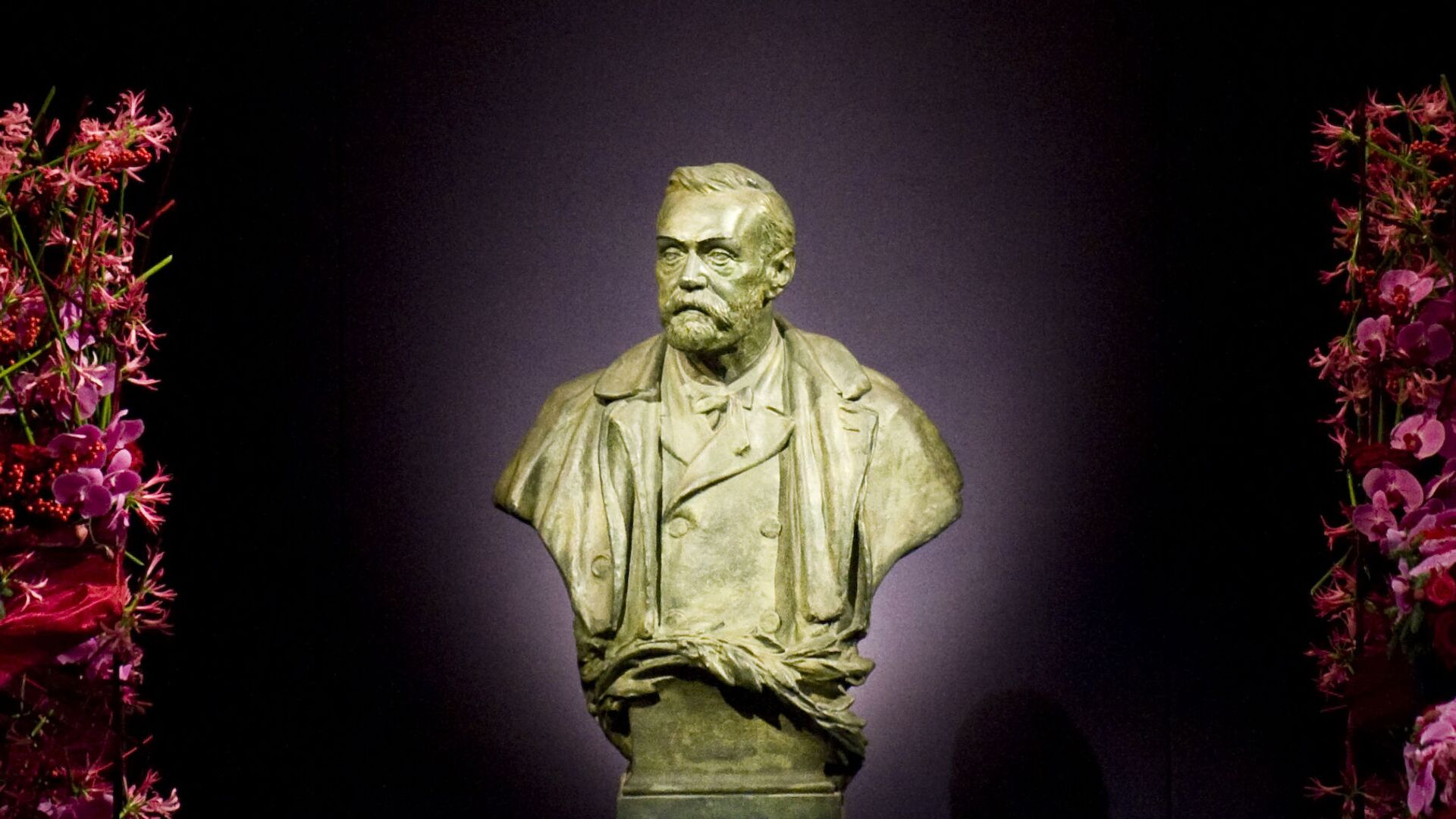 Статуя  Альфреда Нобеля, фото из архива - Sputnik Azərbaycan, 1920, 26.09.2021