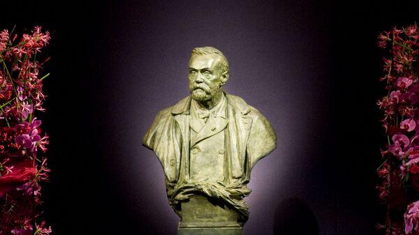 Статуя  Альфреда Нобеля, фото из архива - Sputnik Азербайджан